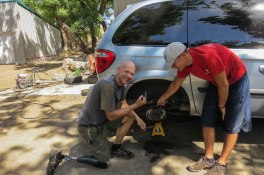Oklahoma - Chris (who is an engineer) helped us fixing the car and getting it ready for the road.